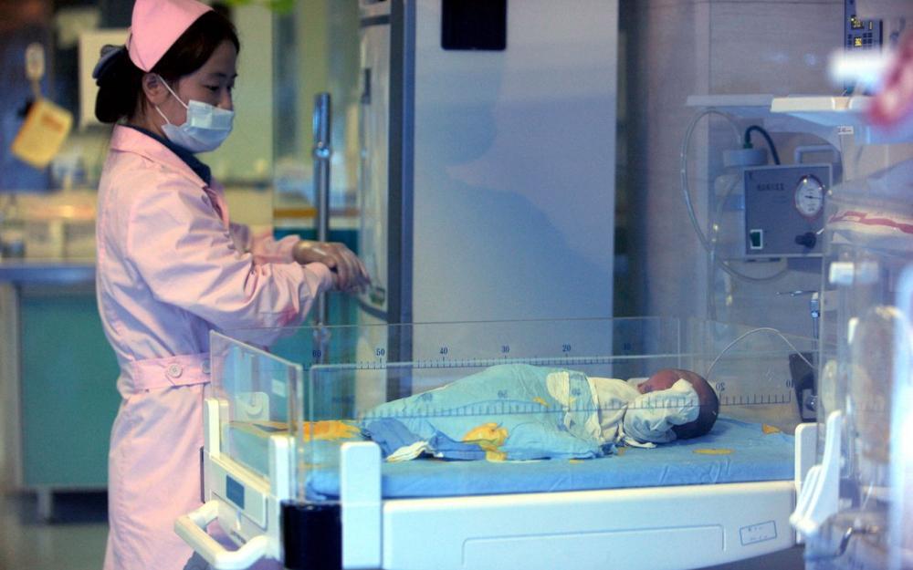 Chine : un bébé naît quatre ans après la mort de ses parents