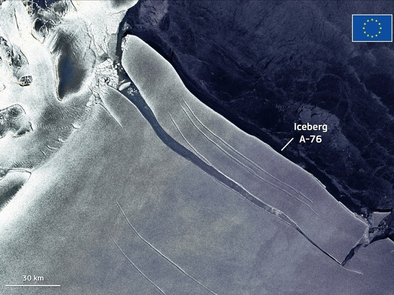 iceberg-antarctique-se-detache77b6cee478